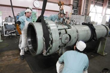 工場でのユニバーサルジョイント修理