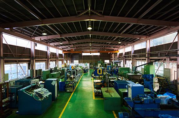 技術研究所の研究所棟全景と自社設備